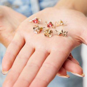 ASOS DESIGN - Guldfärgade örhängen med amorbåge-design i 3-pack