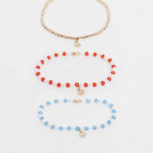 ASOS DESIGN - Guldfärgade, stretchiga armband med pärlor och små, hamrade berlocker i 3-pack
