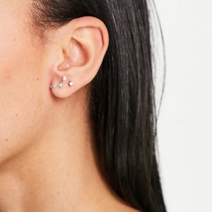 Kingsley Ryan - Klättrande örhängen i sterlingsilver med hjärtdesign