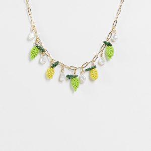 ASOS DESIGN - Guldfärgat halsband med fruktformade pärlor och pärlimitationer